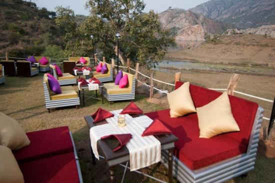 Aravali Silence Lakend Resorts & Adventures Pvt. Ltd.: Gartenrestaurant