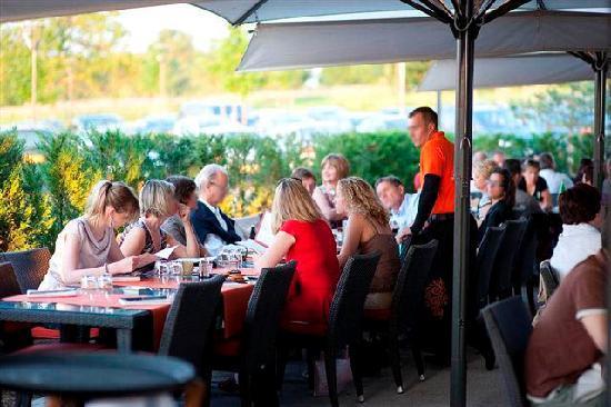 Casino Barriere Blotzheim: Nos terrasses dans un écrin de verdure, ouvertes dès que la météo est clémente