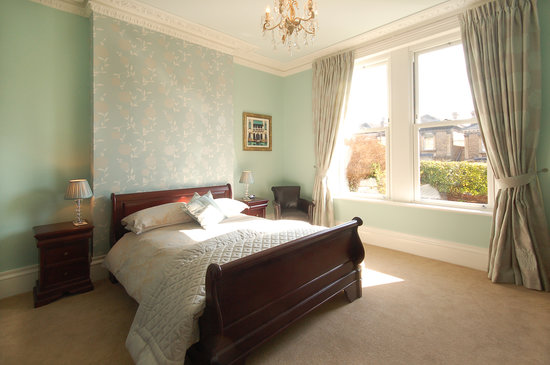Hawkins of Bath: Elegant and stylish Guest rooms