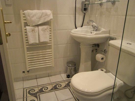 Antik: Baño