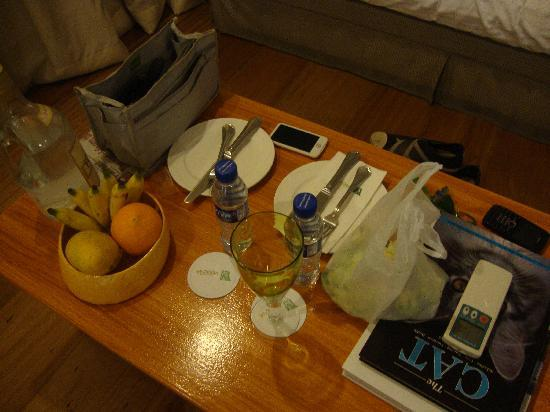 Discovery Country Suites: Plates and utensils at the Nantucket Suite