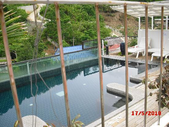 Kata Beach Studio: roof pool