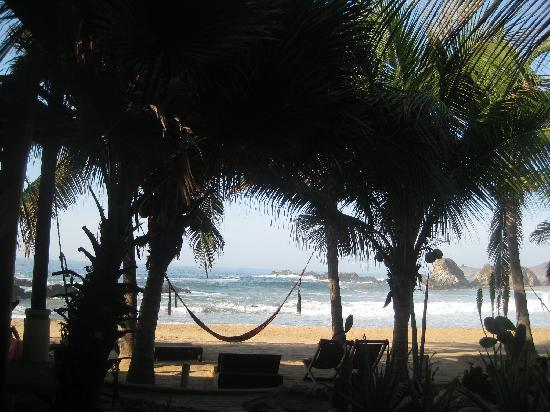 Punta Placer Bungalows : San Agustinillo beach from the cabana