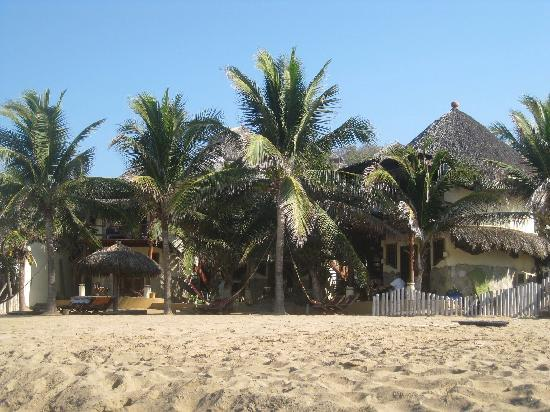 Punta Placer Bungalows: The hotel from the beach