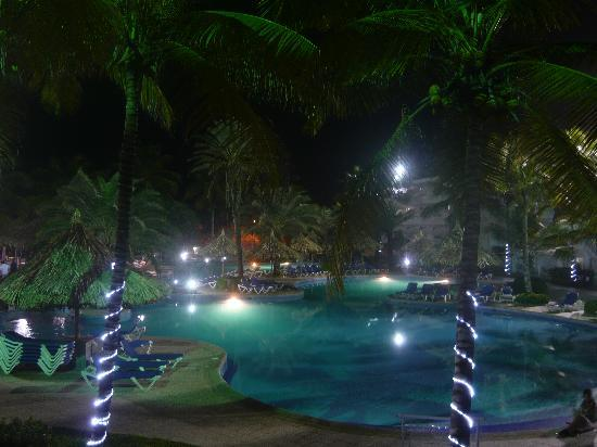Isla Caribe Beach Hotel: de nuit !!!