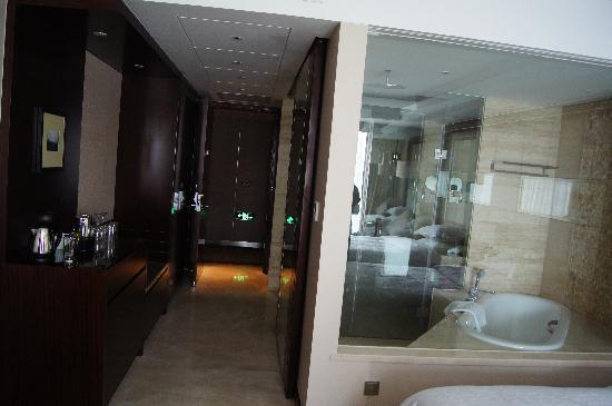 Sheraton Shanghai Hongkou Hotel: bathroom
