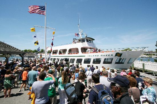 Island Queen Ferry: Welcome Aboard !