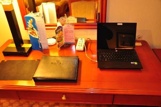 Liyuan Hotel Chongqing: มีเนตฟรรี ไม่เร็วมาก