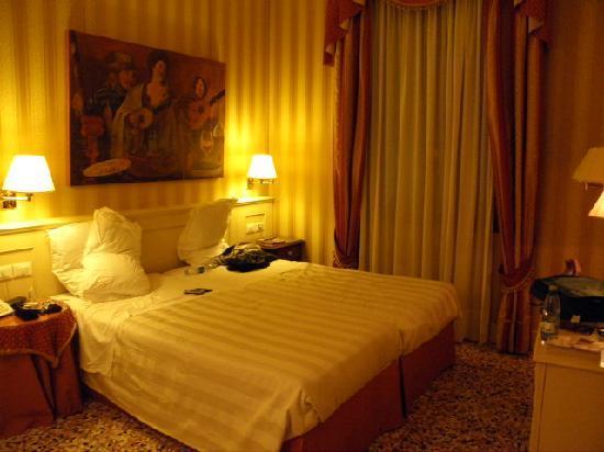 Hotel Bella Venezia : Our room