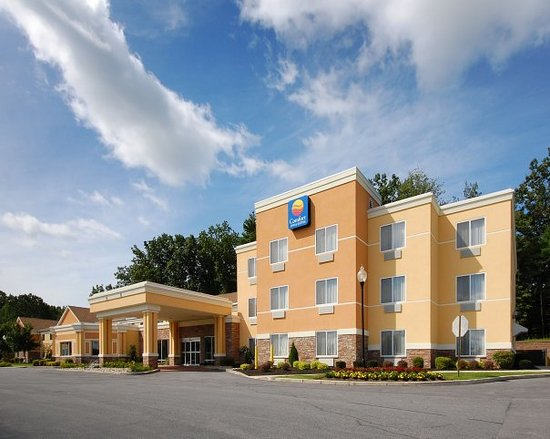 Comfort Inn & Suites: Located in Beautiful & Historic Saratoga Springs, NY