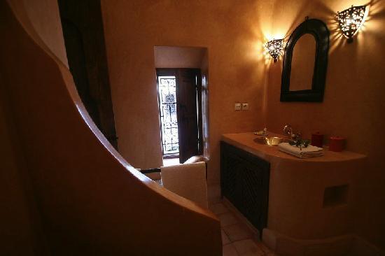 Riad Elixir: salle de bain chambre étage