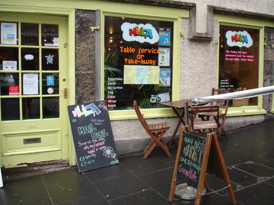 Hula Juice Bar and Gallery: The colorful Hula Bar