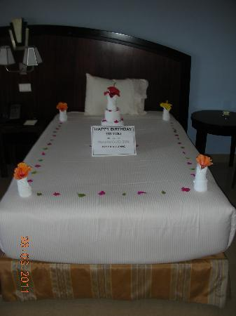 Stella Di Mare Beach Hotel & Spa : Birthday Bed Decorations