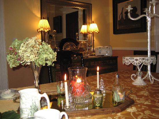 Shorecrest Bed & Breakfast: Dining Room