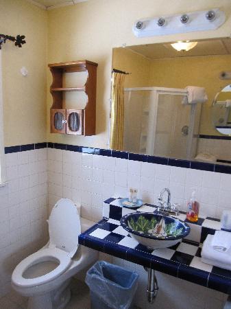 Mile High Country Inn : Nice bathroom