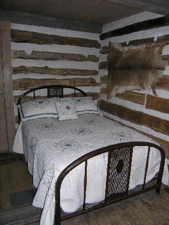 Big Grove Village: Sleep in an original Log Cabin from 1850