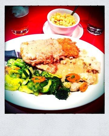 Chicago Diner: chicken fried steak and Mac