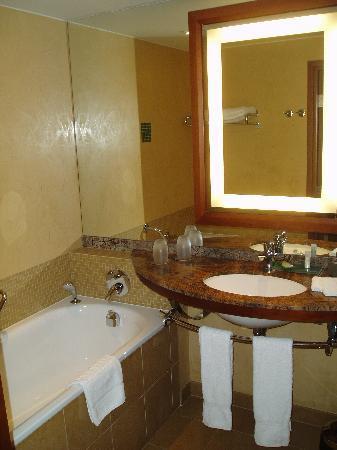 The Westin Warsaw: Bathroom