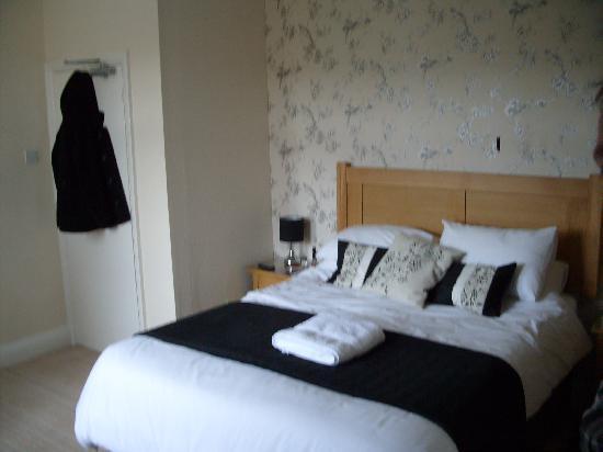 The Cliffbury Guest House: Room 2 again