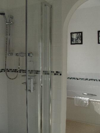 The Cliffbury Guest House: Shower Room