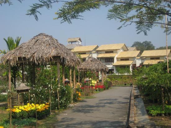 IORA - The Retreat,Kaziranga: garden and rooms