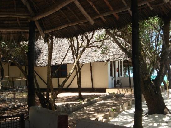 Nature Safari Lodge: bangalows over looking the madeterian sea