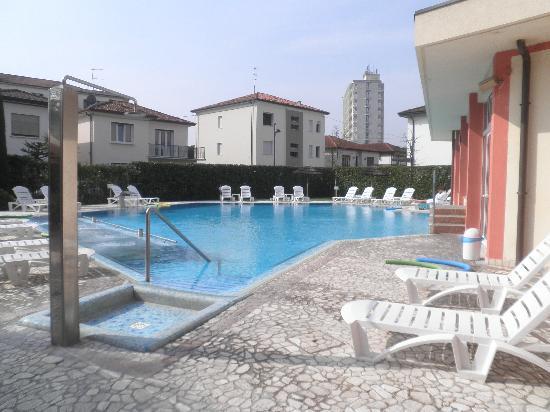 هوتل أكوا: piscine extérieure