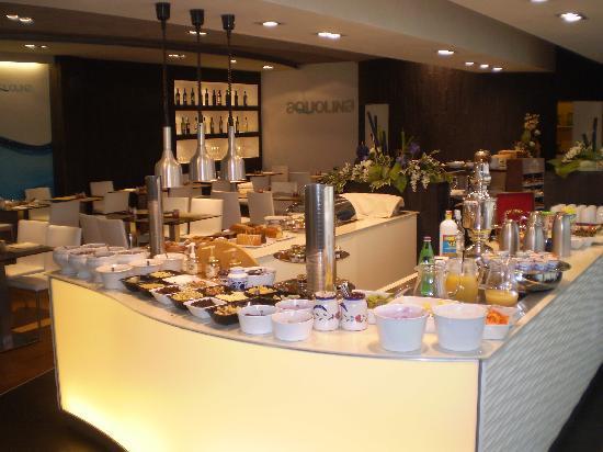 هوتل أكوا: buffet