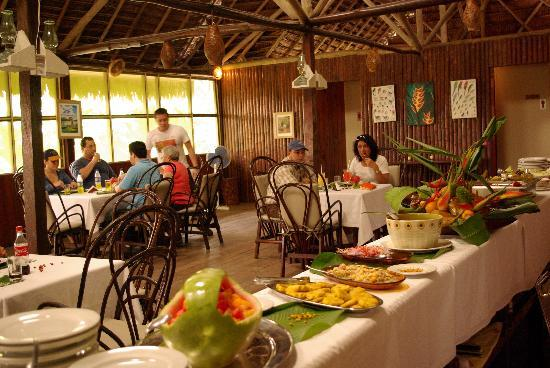 Heliconia Amazon River Lodge: Servicio buffet en el Lodge