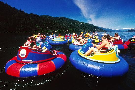 Harrison Hot Springs, Canada: Water fights in the bumper boats