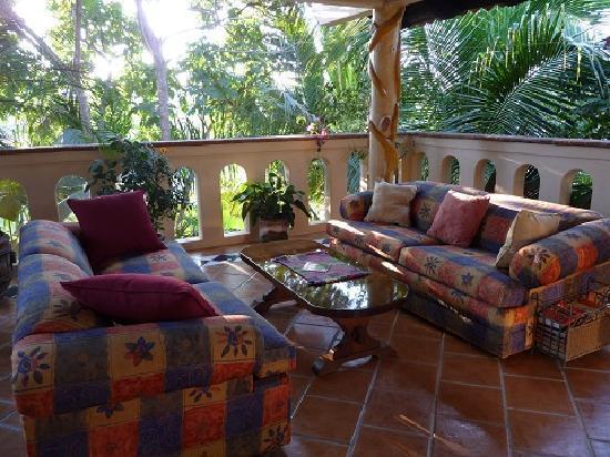 Macondo Bungalows: Rooftop Garden living room