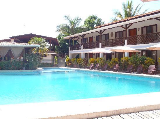 Hotel Samara Pacific Lodge : chambres face a la piscine