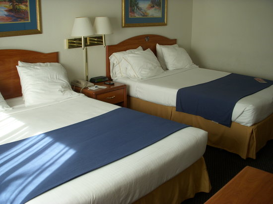 Holiday Inn Express Naples South - I-75: Room