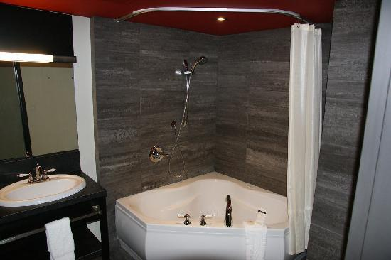 Grand Times Hotel Sherbrooke: Room