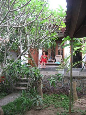 Mimpi Manis Homestay: Relaxing on our verandah