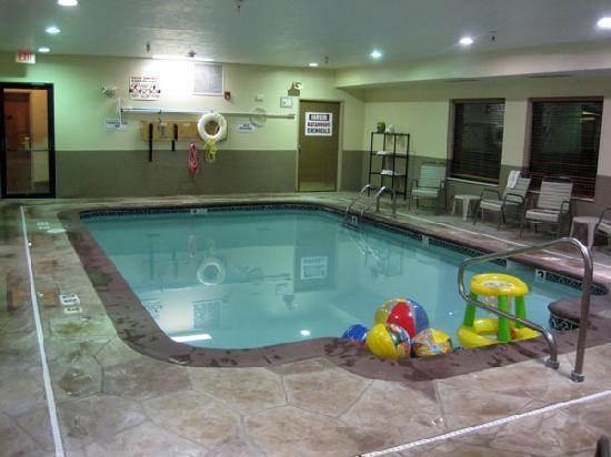 Holiday Inn Express Portage: The pool with free toys in it