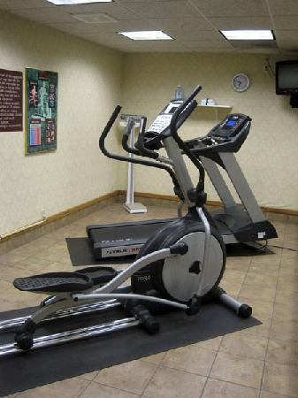 Holiday Inn Express Portage: The small fitness center