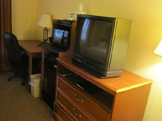 Holiday Inn Express Portage: tv, fridge, and microwave