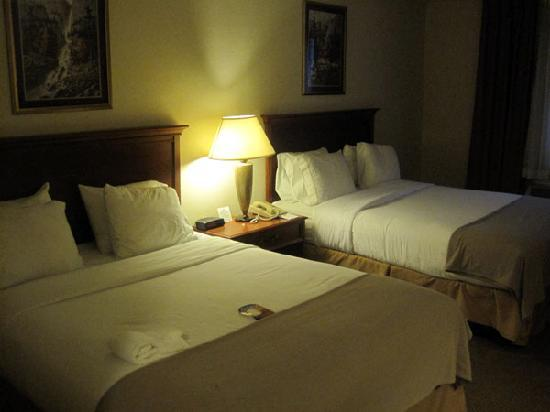 Holiday Inn Express Portage: Two queen bed room