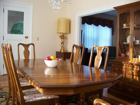 Connellsville Bed and Breakfast: Dinning Room and Lounge