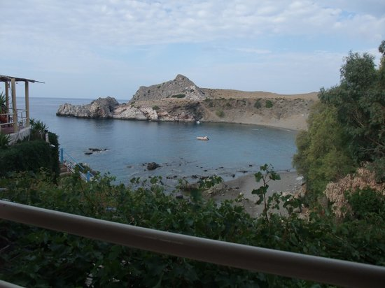 Agios Pavlos Hotel: Overlooking the beach from the hotel