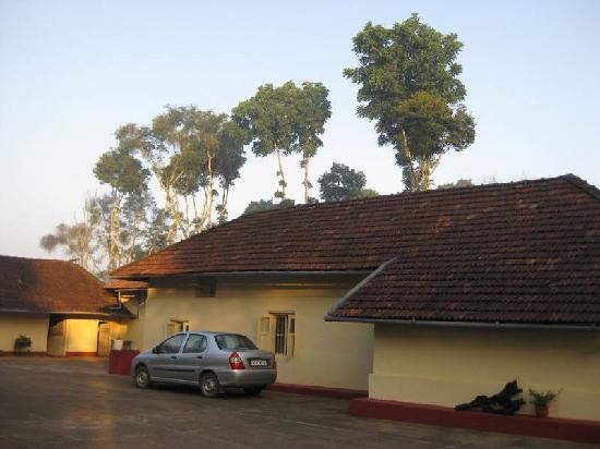 Polaycad Bungalow: park yourself amidst the green and comfort
