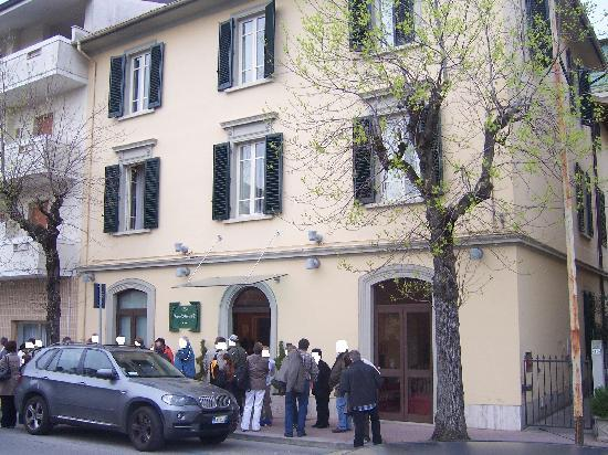 Hotel Arnolfo & Aqua Laetitia Spa & Beauty: Frontansicht mit Eingangsbereich des Hotels