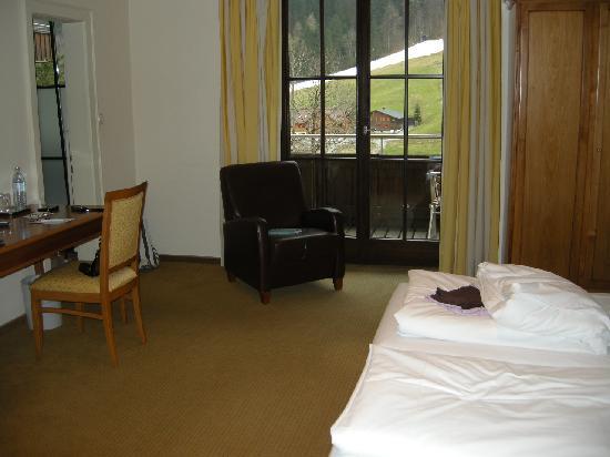 Hotel Scesaplana: Zimmer 117, Blick zum Balkon