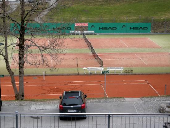 Hotel Scesaplana: Tennisplätze frei Haus (auch Hallenplätze)