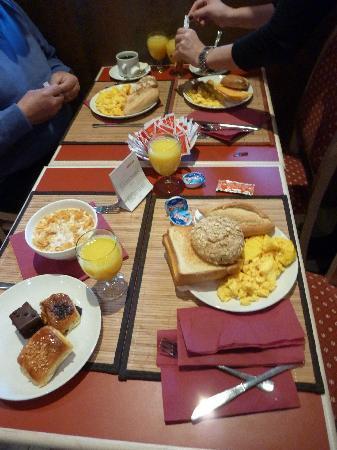 Senator Castellana Hotel : Breakfast!!
