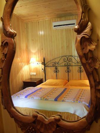 Kibala Hotel: Room