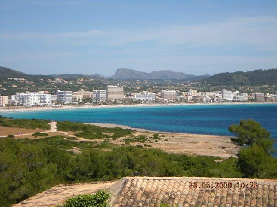 ‪سا كوما, إسبانيا: Cala Millor as seen from the Castillo in Sa Coma‬