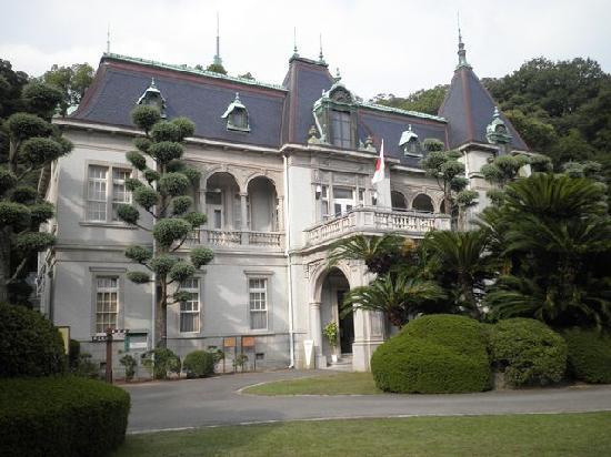 Matsuyama, Japón: 萬翠荘・正面から