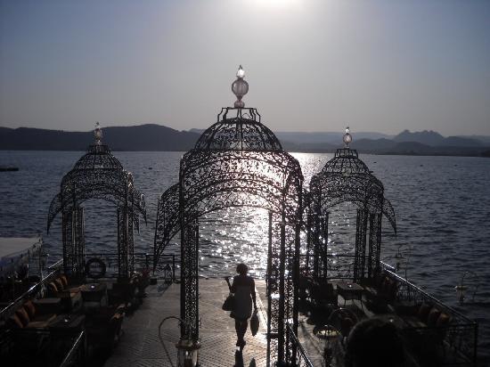 Taj Lake Palace Udaipur: Embarcadère pour se rendre à l'hôtel